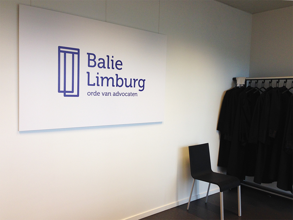 Balie Limburg logo bij de toga's
