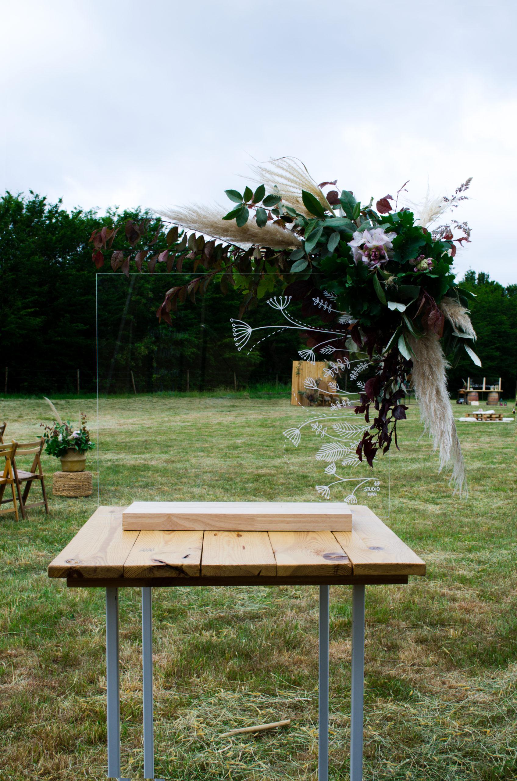 versiering plexiglas met bloemen huwelijk